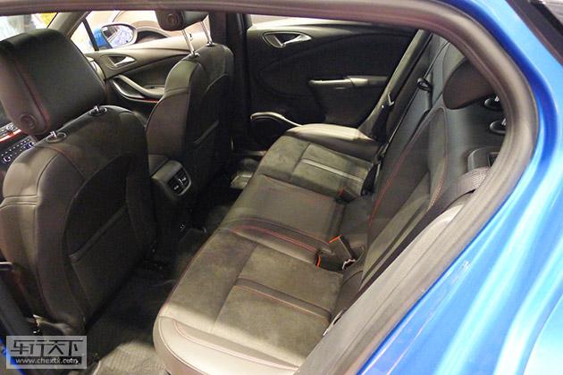 威朗gs座椅选用了流行的alcantara皮革包裹
